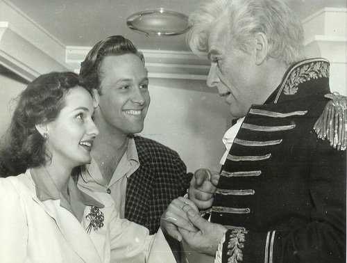 Brenda Marshall, William Holden, Brian Donlevy on the set