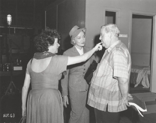 Elsa Lanchester,Marlene Dietrich,Charles Laughton.WITNESS FOR THE PROSECUTION