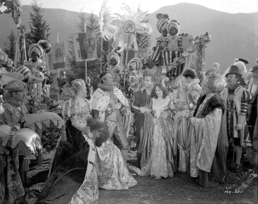 Verree Teasdale, Ian Hunter,Dick Powell,Olivia de Havilland