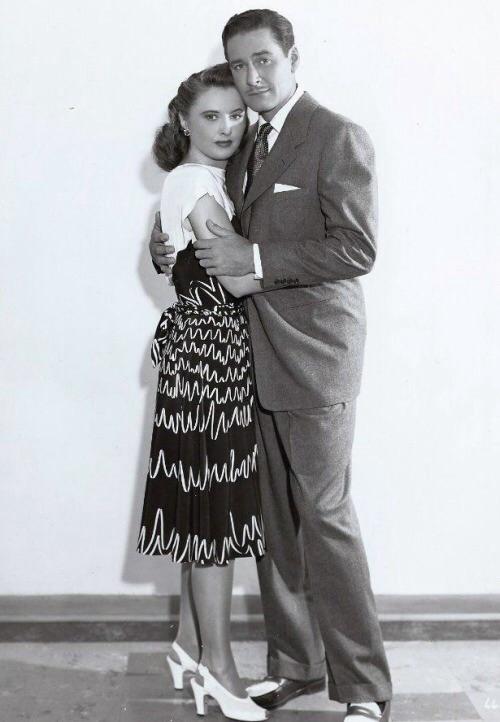 Barbara Stanwyck,Errol Flynn. CRY WOLF
