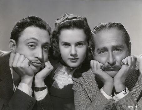 Mischa Auer,Deanna Durbin, Adolphe Menjou